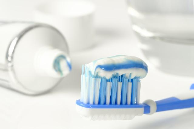 cara-menghilangkan karang gigi