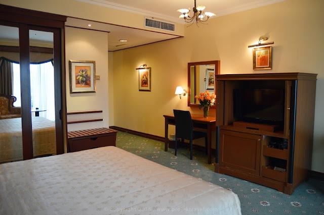 Ruang santai di bilik Presidential Suite Hotel Klana Resort Seremban
