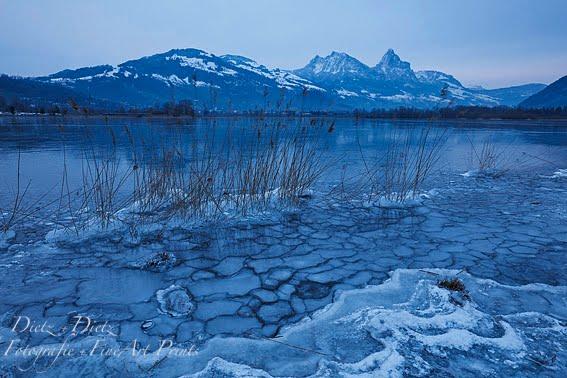 Winterabend am Lauerzersee - mit Mythen