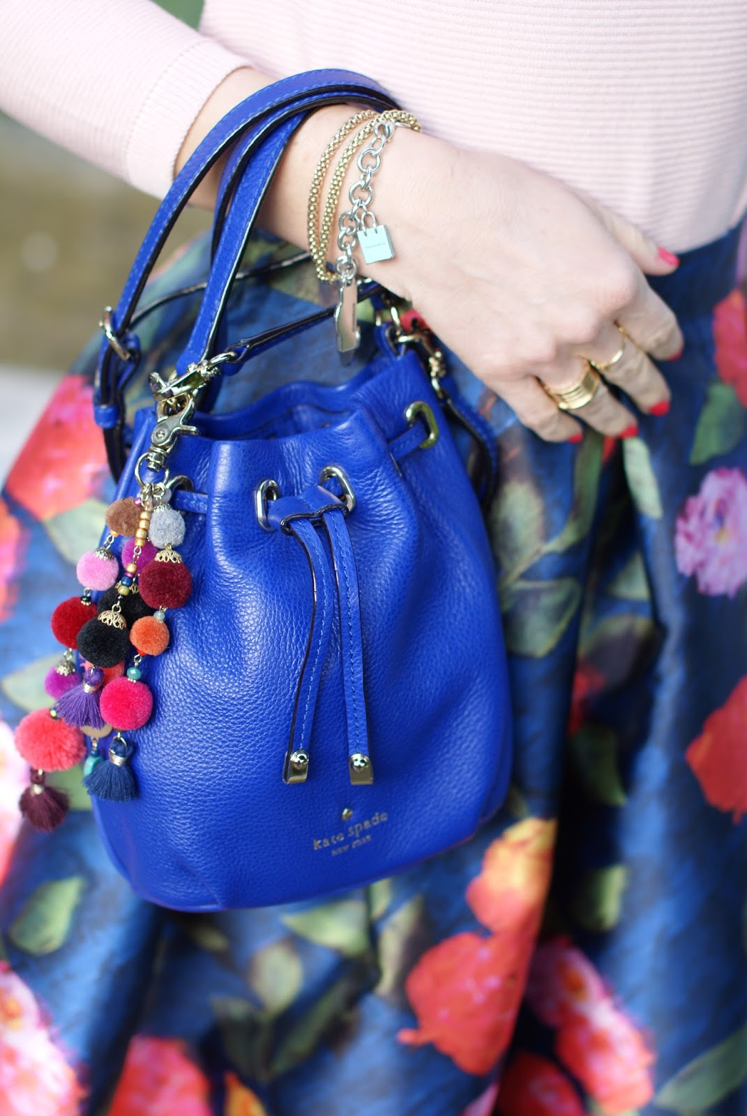 Kate Spade New York bucket bag on Fashion and Cookies fashion blog, fashion blogger style