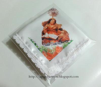 Lenço de cetim com imagem Sant'Ana.