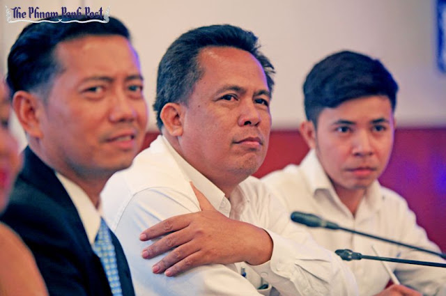 Slain political analyst and Grassroots Democracy Party founder Kem Ley (centre). Heng Chivoan
