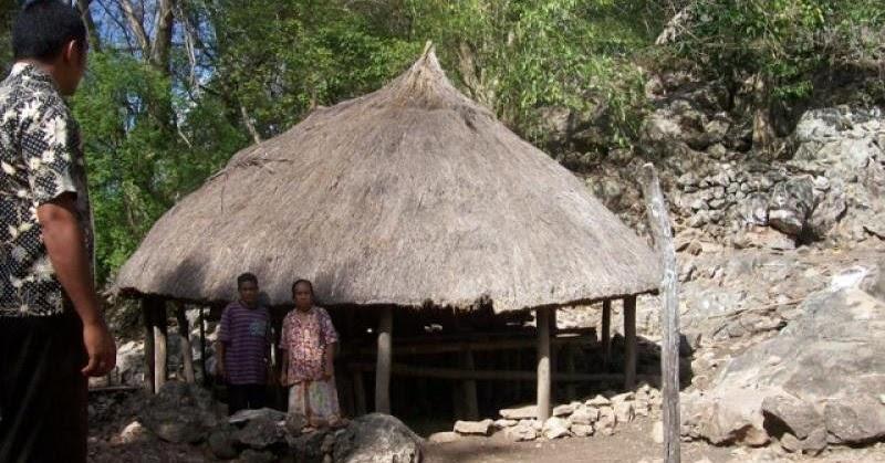 rumah adat lorodirma kabupaten malaka kepulauan ntt
