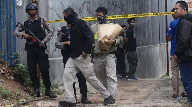 Densus 88 Bekuk Dua Terduga Teroris di Jatim, Panci di Dapur Disita