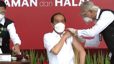 Jadi yang Pertama! Presiden Jokowi disuntik Vaksin Corona Sinovac