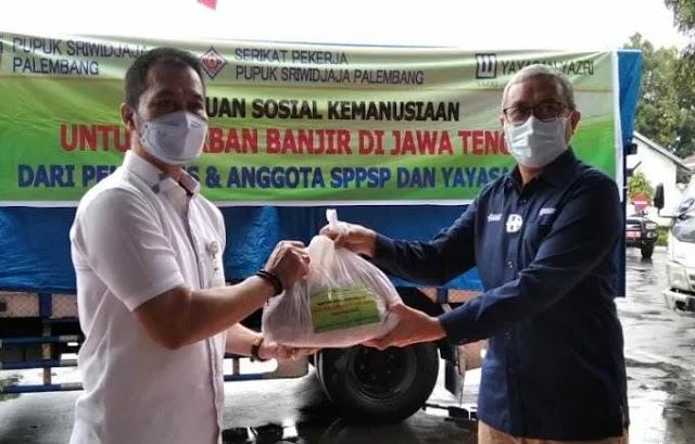 700 Bantuan Diberikan Oleh PT. Pusri Kepada Warga Kudus Yang Kebanjiran