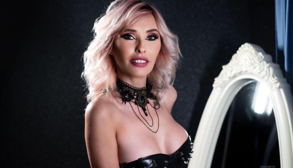 IssaSmith Model GlamourCams