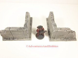Example of small alleyway using two small corner wall sections for 25 to 28 mm scale war games - UniversalTerrain.com