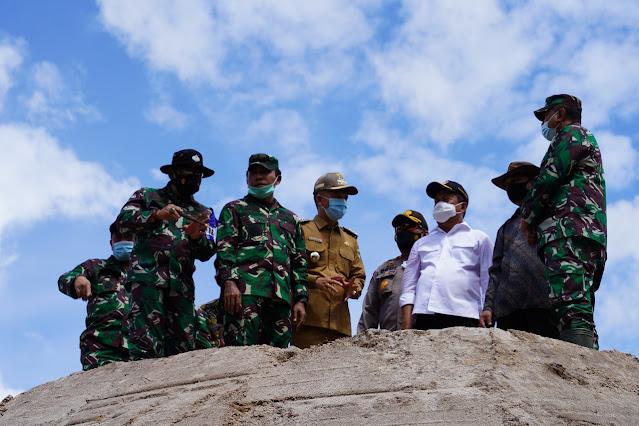 Danrem 102/Pjg Dampingi Wamenhan dalam Peninjauan Lahan Singkong