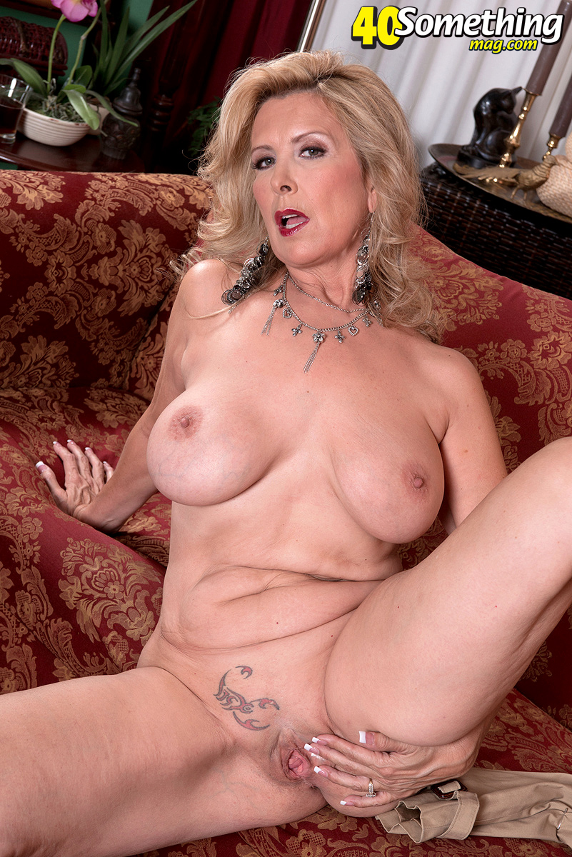 Sandra enjoys her pussy pump and gets a creampie
