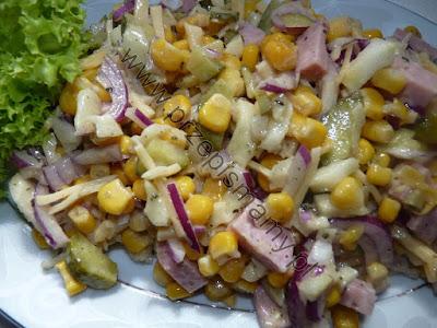 Sałatka z kukurydzy i wędliny
