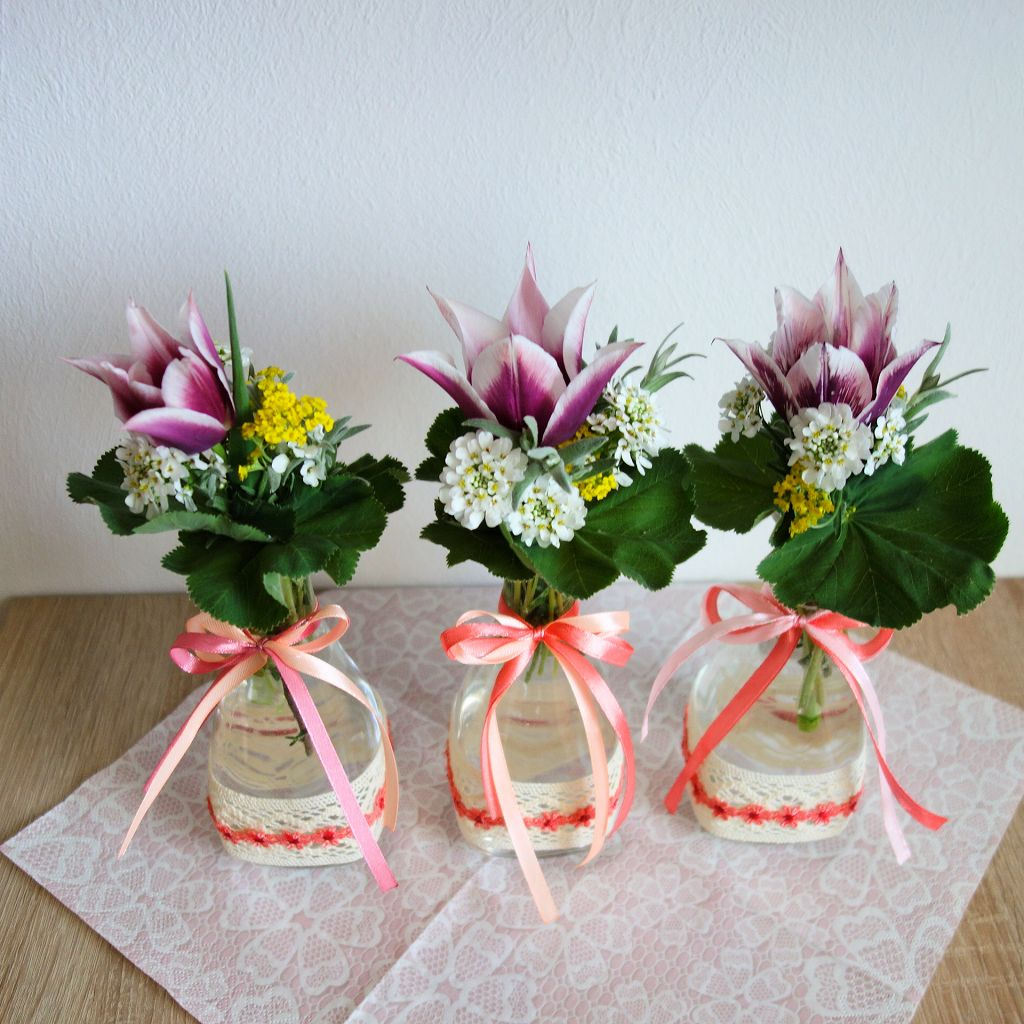 DIY   Frühlingsdeko Und 5 Gewinnerinnen : ) Vase Mit Baumwollspitze Und  Satinbändchen Verzieren