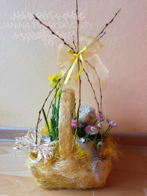 košíček s proutím, velikonoční dekorace