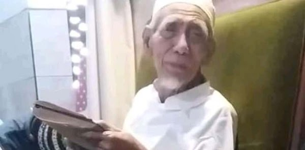 Wafatnya Mbah Moen, Kontroversi Habib Rizieq Dan Permintaan Keluarga Jangan Ada Politisasi