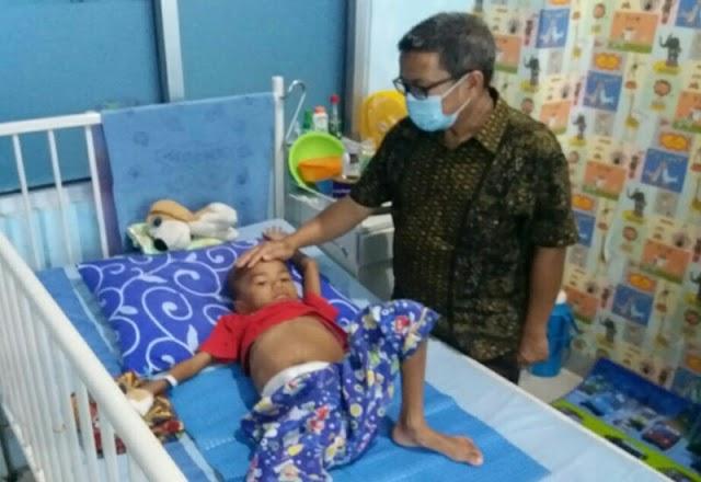 Anggota DPRD Lampung Beri Santunan Penderita Tumor Stadium 4