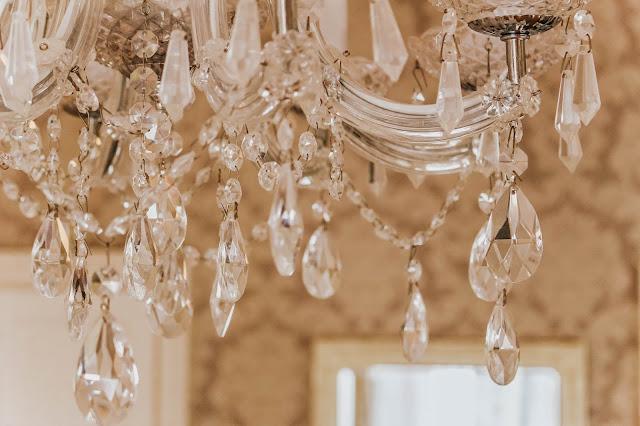 droplets luxury hotel chandelier