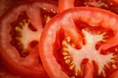 الفيتامينات الموجودة في الطماطم