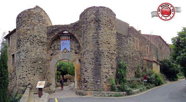 Castelnou, Francia - Puerta de entrada