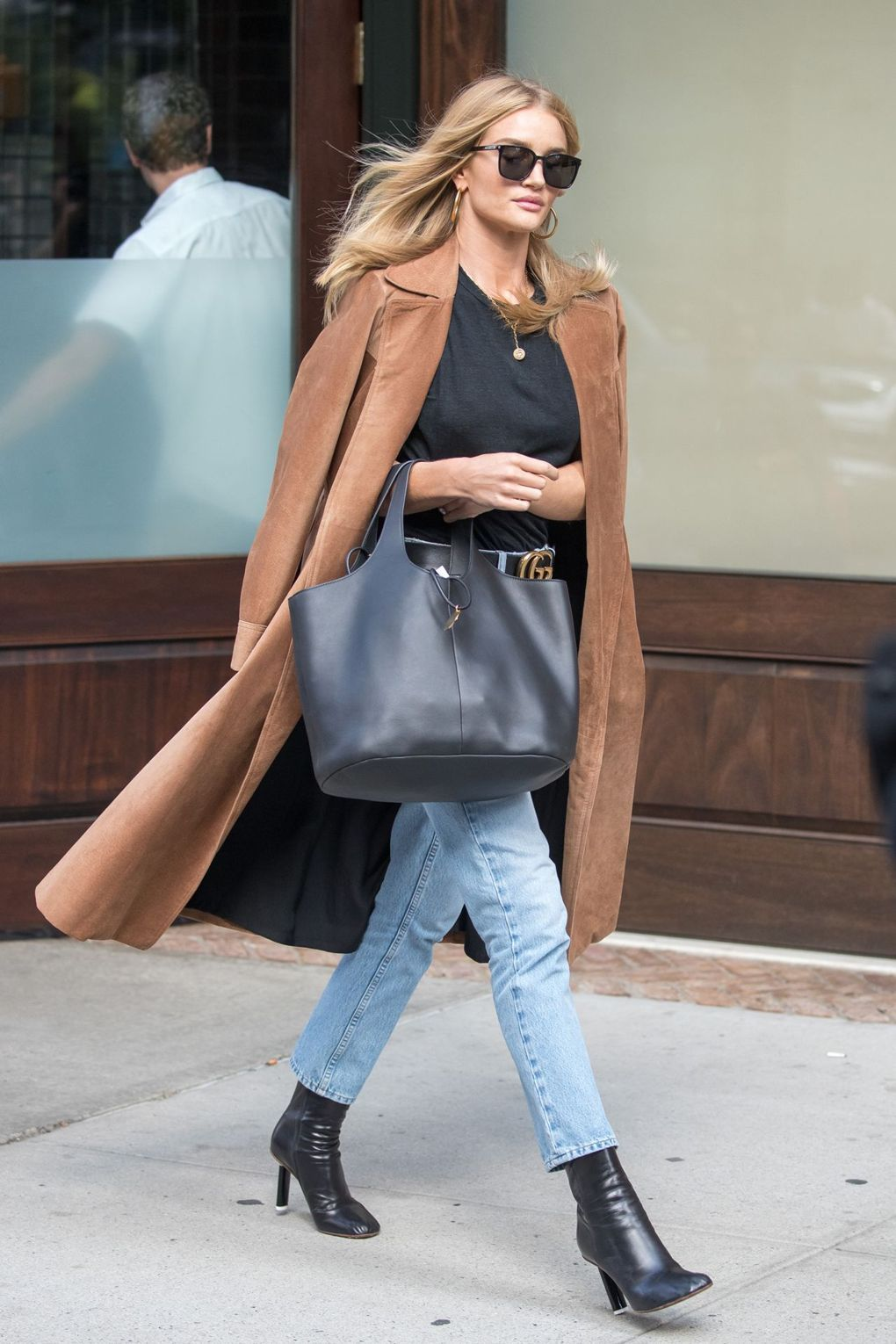 How to Style a Suede Coat for Fall – Rosie Huntington-Whiteley Model Style