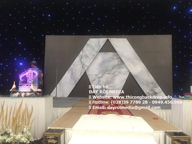 Thi công mẫu backdrop 3D gắn hoa cực đẹp cho đám cưới tại quận 3
