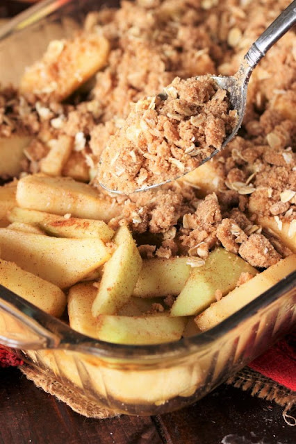 How to Make Mom's Apple Crisp Image