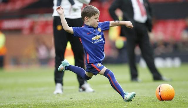 El ManU contrata a Kai, el hijo de seis años de Wayne Rooney