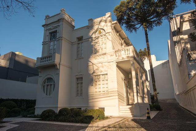 Casa na Comendador Araújo 711