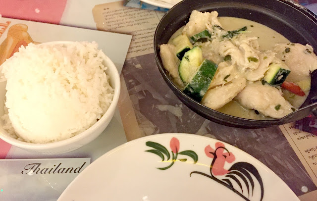 Thai green curry and rice at Thaikhun cooking school metrocentre