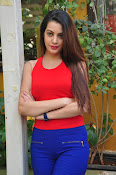 diksha panth latest sizzling pics-thumbnail-4
