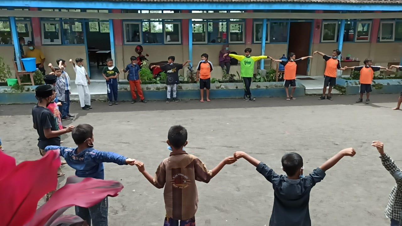 Anak-Anak Korban Erupsi Semeru Dapat Trauma Healing