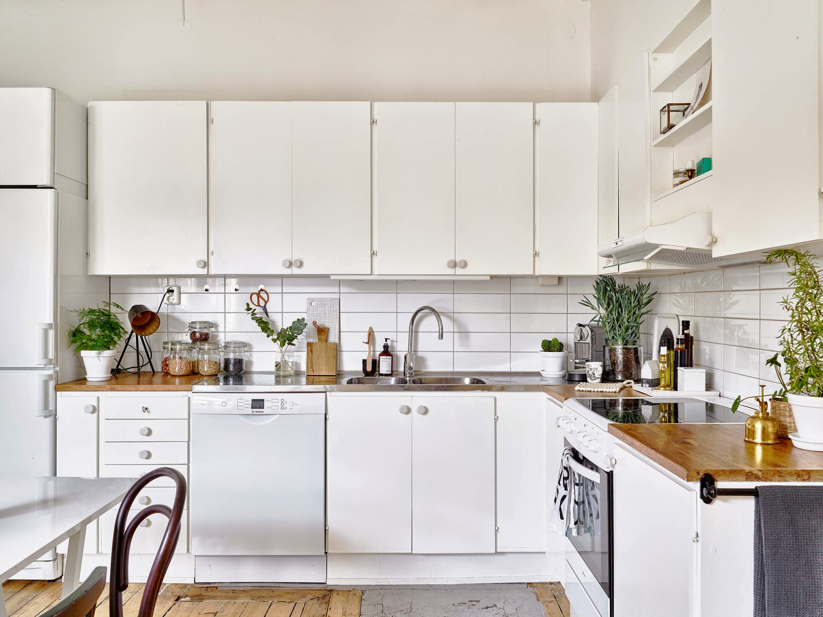 my scandinavian home: A beautiful white apartment with notes of grey ...