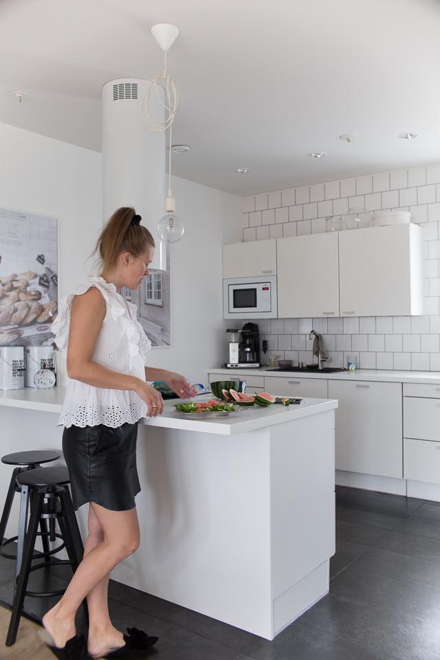 Oma tyyli, salaatin teko, salaattia, Villa H, valkoinen keittiö, keittiön sisustus