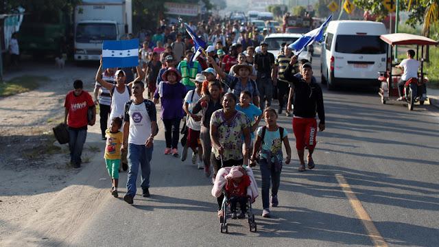 Policías impiden paso de la caravana migrante en México al intentar ingresar a Oaxaca