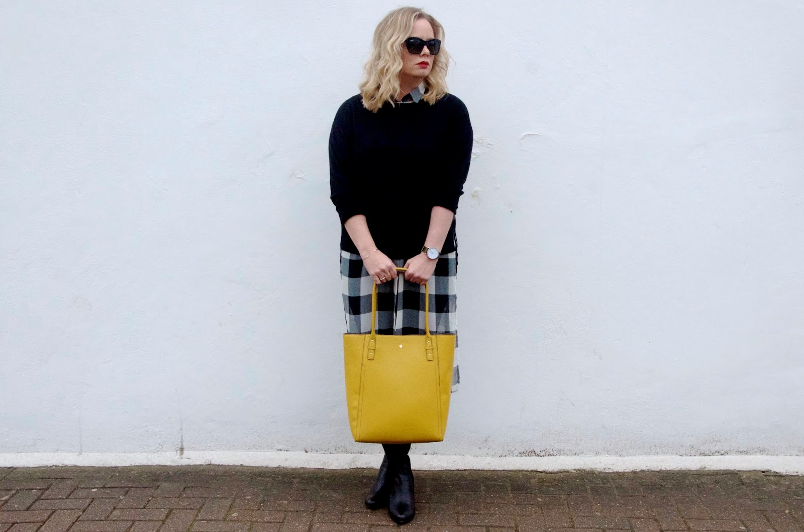 gingham dress, yellow bag, black sunglasses and red lipstick