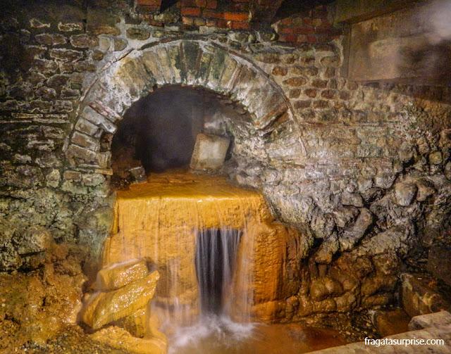 Fonte que alimenta as Termas Romanas de Bath