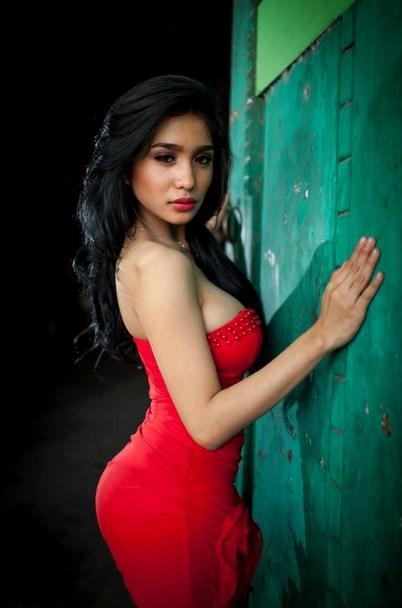 Foto Model-Model Cantik Indonesia Tercantik Nadia Ervina Model Igo Cantik Terbaru Pose Menantang dress merah