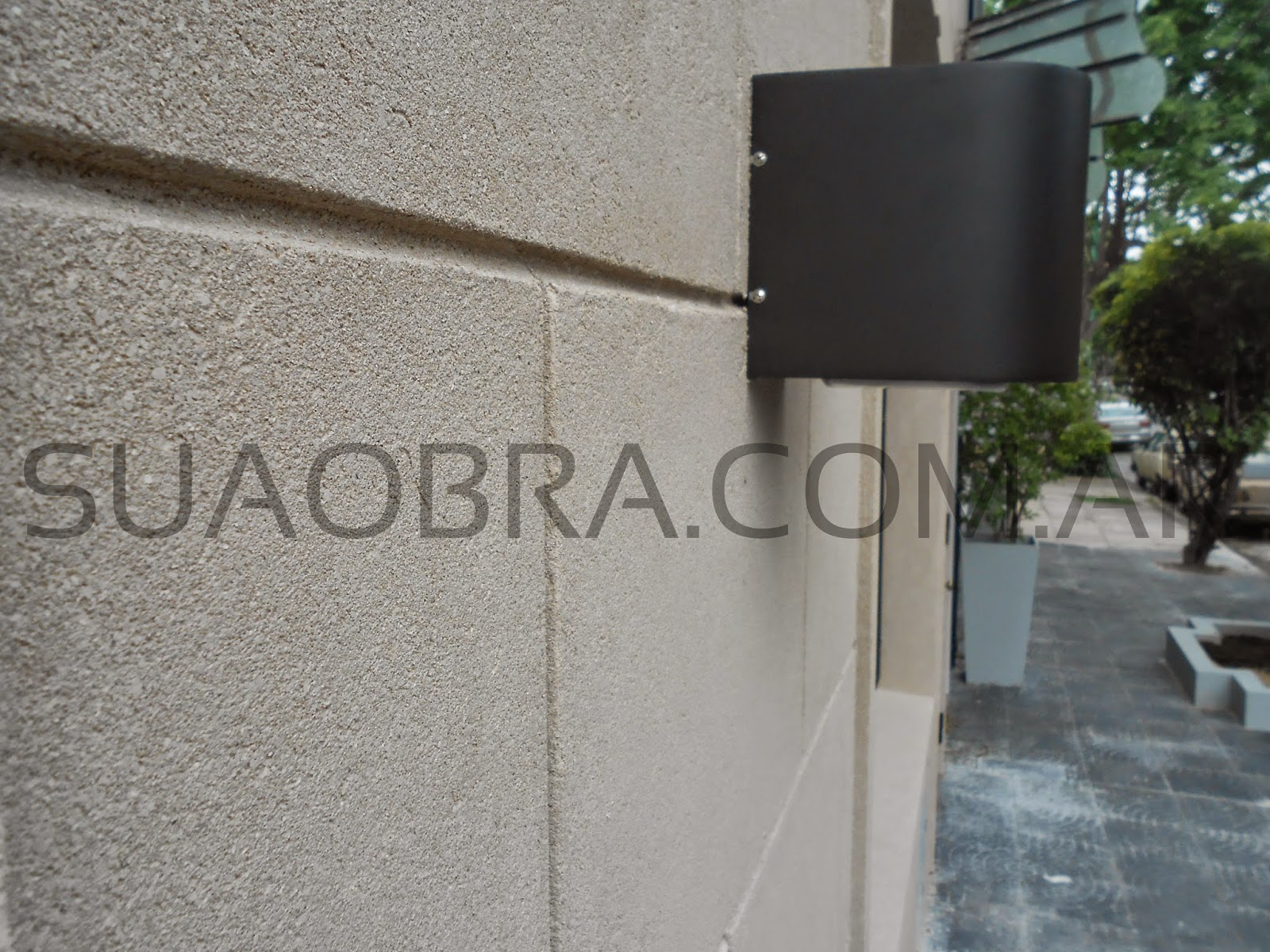 Renovaci n de fachada con revoque plastico sobre for Pisos plasticos para exteriores