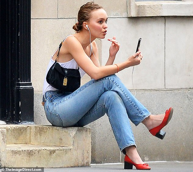 Lily-Rose Depp, Johnny Depp's daughter Pictured in NYC (Photos)