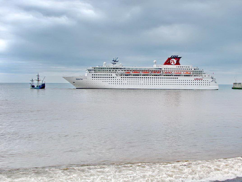 Santa Maria pull the bigger ship