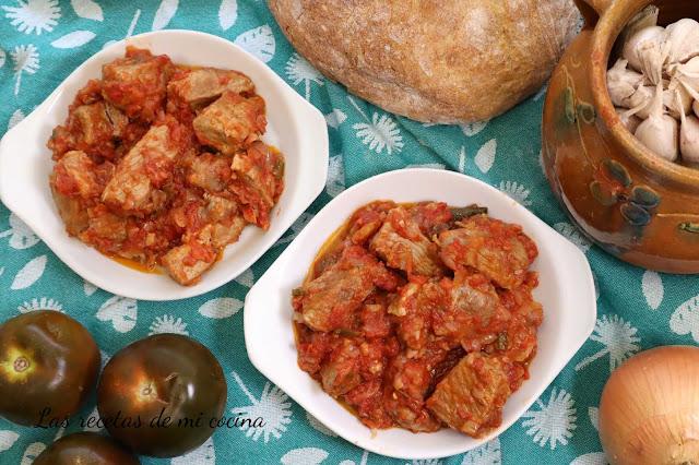 Magras de cerdo en tomate