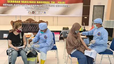 Warga Pesisir Antusias Ikuti Vaksinasi yang Digelar TNI AL Lanal Banjarmasin