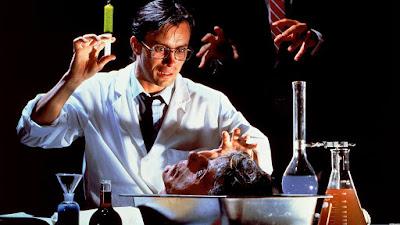 Una celebre immagine della pellicola Re-Animator diretta da Stuart Gordon nel 1985