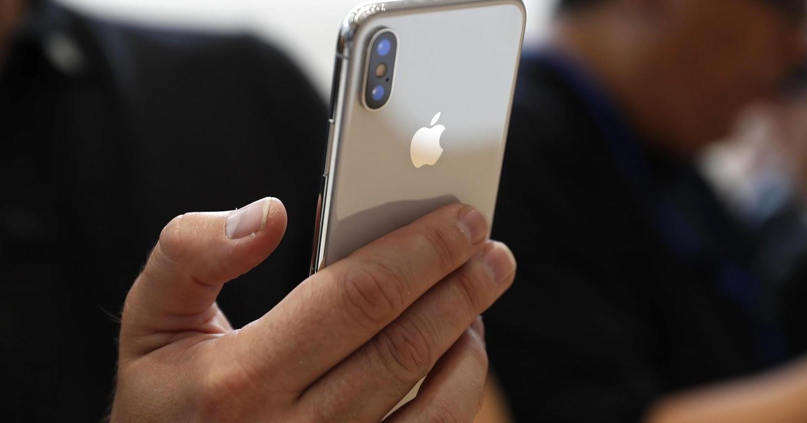هواتف iPhone المزدوجة الكاميرا متهمة بإنتهاك العديد من براءات الإختراع