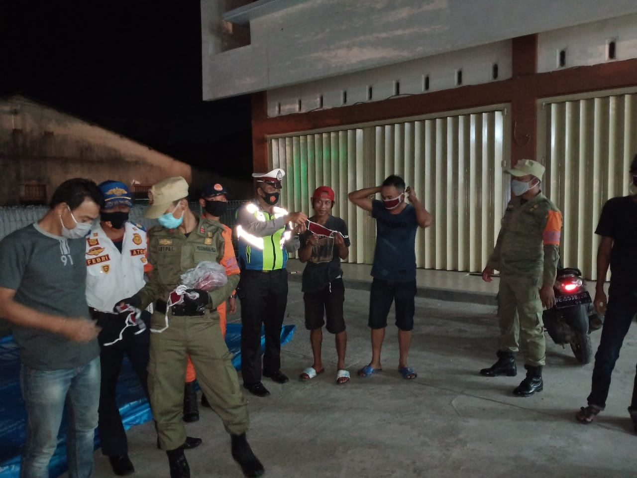 Satgas terpadu Covid-19, terus melakukan kegiatan Patroli guna memberikan himbauan kepada masyarakat Kota Bandar Lampung