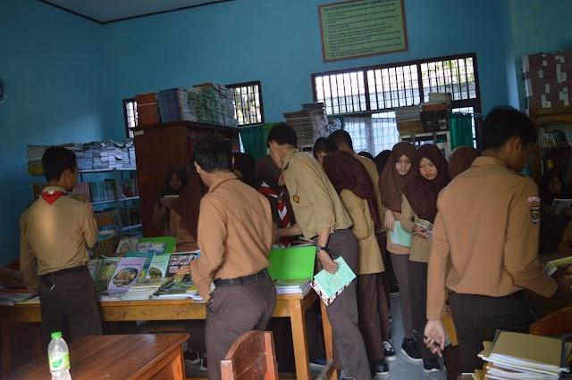 Kegiatan Literasi Jumat Pagi Siswa-siswi SMAN 14 Bandar Lampung
