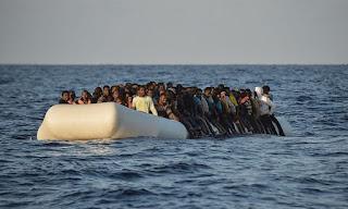 Бежнецы переплывают Средиземное море