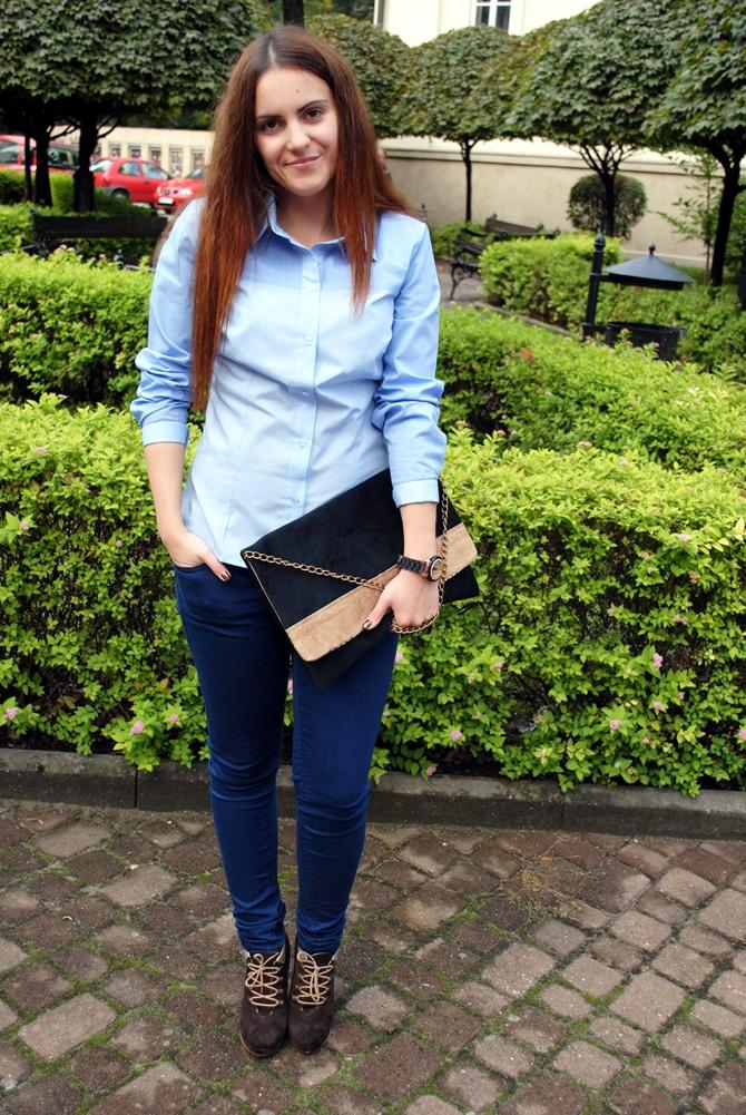 błękitna koszula
