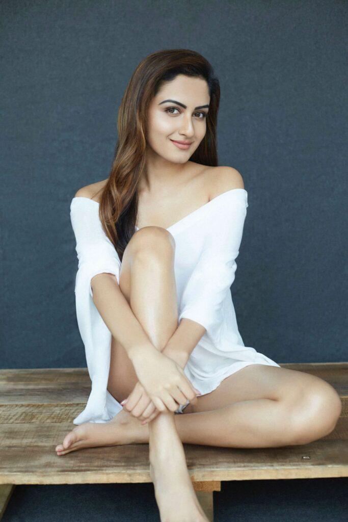 Actors Gallery: Zaara Yesmin Sizzling Insta Pictures
