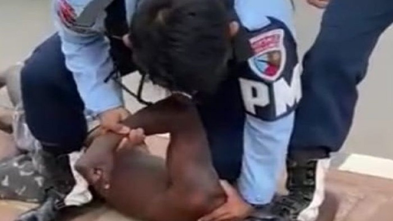 Heboh 2 Anggota TNI AU Injak Kepala Warga Papua yang Diduga Tunawicara, Begini Kronologinya