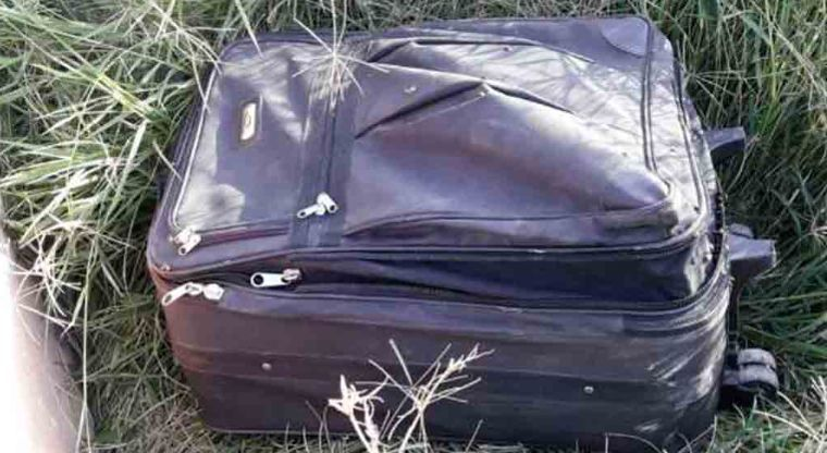 Así terminaron, uno en una maleta, otro en una cajuela.